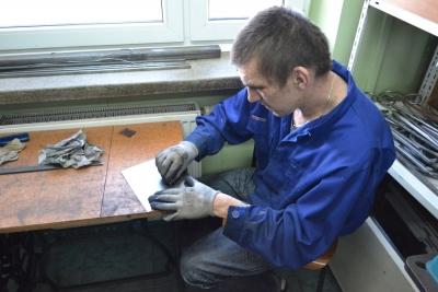 Uczestnicy pracowni metaloplastyki podczas zajęć 8